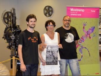 A l'esquerra Lluís Roy , president de l'Associació Amics del Cinema de Tremp, i Maria Pilar Cases, primera tinent alcalde de l'Ajuntament de Tremp, organitzadors de la mostra ACN