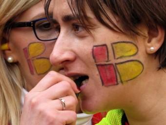 La ciutadania manifestant-se a Barcelona