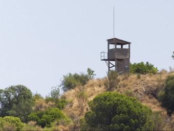 La torre de guaita de Turó de Mata a Mataró no té vigilància aquest estiu. La Diputació ha incrementat el nombre de vigilants i prevenció que fan rutes amb vehicles. albert salamé