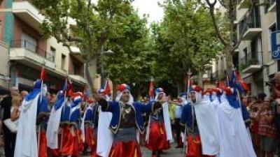 """La Filà dels Bequeteros de Cocentaina i la Societat Musical """"Mestre Orts"""" de Gaianes va lluïr a Mataró REBECA MARTÍN"""