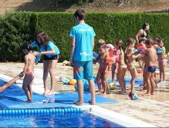 Participants a les brigades joves participant en una de les activitats d'estiu de la Garrotxa. J.C