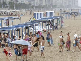 La platja de Gandia , amb pluja, divendres passat EFE