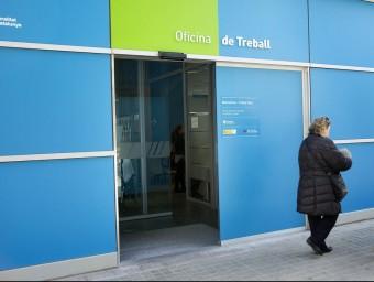 Façana d'una Oficina del SOC al barri del Poblenou de Barcelona JOSEP LOSADA