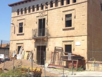 Les obres de la rectoria vella de Serra d Daró estan en marxa des de fa ja uns mesos JOAN PUNTÍ