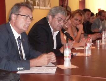 Jordi Xargay, en primer terme, i al seu costat Xavier Quer, Ester Busquets i Joana Vilà, durant el ple de constitució del Consell Comarcal del Pla de l'Estany. R.E