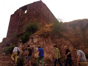 Una comitiva municipal va visitar fa pocs dies les obres de restauració del castell EL PUNT AVUI