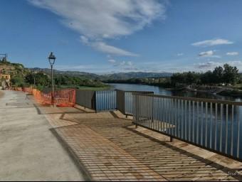 La nova façana fluvial de Mora d'Ebremb les obres encara en marxa. CEDIDA