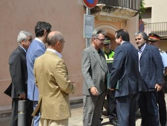 El conseller d'Interior, Jordi Jané, va ser rebut per l'alcalde de Torredembarra, Eduard Rovira, i per representants de la corporació municipal EL PUNT AVUI