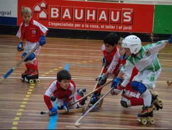La lluita per la bola en un partit de canalla jugat a Girona ALBERT CAMPS