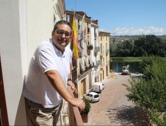 Joan Piñol al balcó del despatx, amb vistes a l'Ebre Emma Zafon