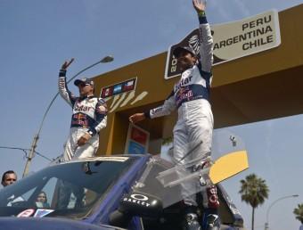 Al-Attiyah i Lucas Cruz, en el podi de Lima en l'edició del 2013 ALBERTO BENAVIDES / AFP
