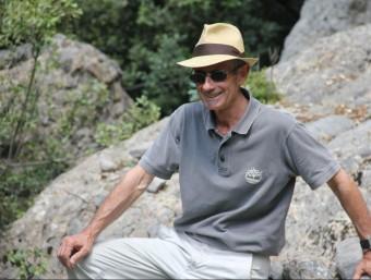 L'escriptor Pep Coll, en una visita als escenaris de la seva darrera novel·la, 'Dos taüts negres i dos de blancs' (2013), al Pallars Jussà DAVID MARÍN