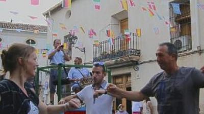 El diputat de Compromís Joan Baldoví participa en la dansà. E.V