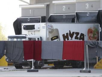El camió ple de cadàvers de refugiats localitzat en una autopista d'Àustria REUTERS