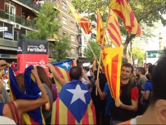"""Estelades als balcons i al carrer al multitudinari pas de la """"Vuelta"""" per Lleida A.S.M."""