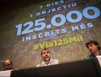 Quim Torra, Jordi Sànchez i Josep Sabaté en la roda de premsa d'ahir ALBERT SALAME