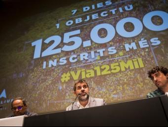 Quim Torra (Òmnium), Jordi Sànchez (ANC) i Josep Sabaté (coordinador de mobilització de l'ANC) aquest divendres en roda de premsa ALBERT SALAMÉ