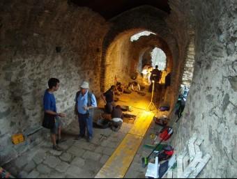 Treballs arqueològics a l'interior de l'església de Sant Romà, aquesta setmana A. RICHAUD