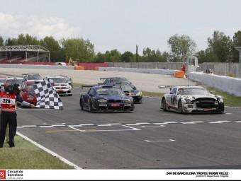 El Mercedes vencedor, amb el morro tocat M.R