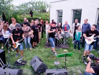 Dirty Jobs, durant el concert que el grup va oferir la setmana passada als jardins dels estudis Music Lan BORJA BALSERA