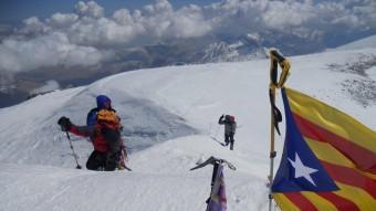 Els tarragonins Albert Grau, Josep Maria Gastó i Marc Antillach arribant al cim de l'Elbrus que amb 5642 metres és la muntanya més alta d'Europa, el maig del 2013 J.M. GASTÓ