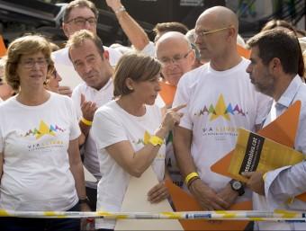 El president de l'ANC, Jordi Sànchez, al costat de Raül Romeva, Carme Forcadell i Irene Rigau, de Junts pel Sí ANDREU PUIG