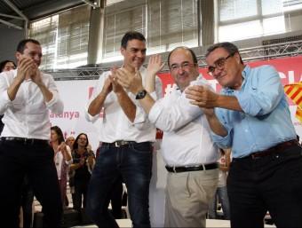 Iceta, entre Òscar Ordeig (el candidat per Lleida), Sánchez i l'alcalde Ros P. FRANCESCH / ACN