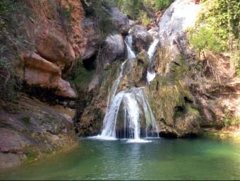 El Niu de l'Àliga, a Alcover, és un dels punts del riu Glorieta que atrau més visitants durant l'estiu per prendre un bany EPN