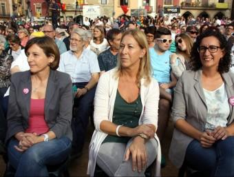 La número dos de Junts pel Sí, Carme Forcadell, la consellera Neus Munté i la secretària general d'ERC, Marta Rovira, en l'acte a Vic ACN