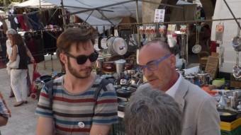 Marc Vidal (a la dreta) i Joan Luengo, ahir al migdia al mercat de Banyoles de la plaça Major. R. E