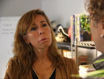 Alícia Sánchez-Camacho, parlant amb el responsable de la Fundació Comparte, Claudio Lavanchy ACN