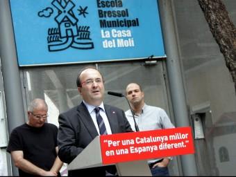 El candidat del PSC a la presidència de la Generalitat, Miquel Iceta, aquest dilluns a l'escola bressol municipal La Casa del Molí, a L'Hospitalet de Llobregat ACN