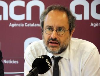 El candidat de la CUP, Antonio Baños, ahir en una roda de premsa a l'agència ACN LAURA BUSQUETS /ACN
