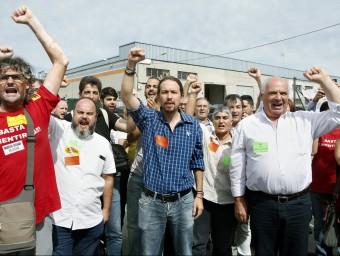 Pablo Iglesias i Lluís Rabell van donar suport, ahir, als treballadors de Valeo ANDREU DALMAU/ EFE