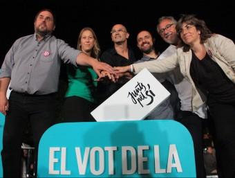 El líder d'ERC, Oriol Junqueras, la vicepresidenta Neus Munté i el cap de llista de Junts pel Sí, Raül Romeva, durant l'acte de la candidatura a Badalona el 16 de setembre ACB
