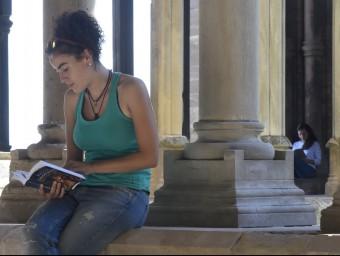 Els lectors van envair ahir el claustre de la Seu Vella amb llibres de tota mena SANTI IGLESIAS