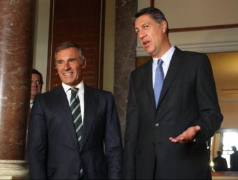 Xavier García Albiol, candidat del Partit Popular Català (PPC), i el president del Círculo Ecuestre, Borja García-Nieto, abans del dinar-col·loqui ACN