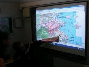 Centre de comandament dels bombers amb el mapa de la zona afectada per l'incendi FRANCE BLEU ROUSSILLON