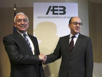 El president de l'AEB, Miguel Martín i l'exdirector general de regulació del Banc d'Espanya, José María Roldán EFE