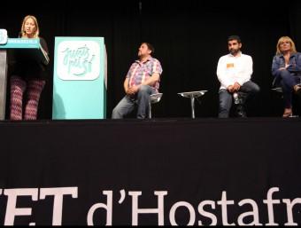 Neus Munté, Oriol Junqueras, Chakir El Homrani i Teresa Romeu , ahir, al Centre Cívic Casinet d'Hostafrancs ELISABETH MAGRE