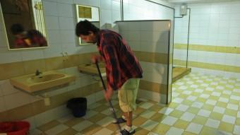 Els lavabos de la plaça independència de Girona ahir a la tarda. LLUÍS SERRAT