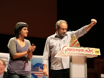 Anna Gabriel i Antonio Baños, ahir en l'acte central a l'Auditori de Barcelona, ple amb unes 2.000 persones ANDREU PUIG