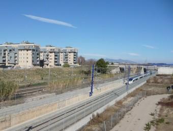 El Tren d'Alta Velocitat, al seu pas per Vilafranca del Penedès. C. MORELL