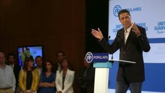 García Albiol, amb Sánchez-Camacho, Fernández Día, Cornet i alguns membres de la candidatura popular al fons, ahir, valorant el resultat electoral EFE / TONI ALBIR