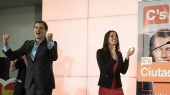 Albert Rivera i Inés Arrimadas, eufòrics, celebrants els vint-i-cinc diputats obtinguts per Ciutadans JOSEP LOSADA
