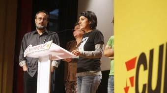 Antonio Balos i Anna Gabriel, en primer terme, a la roda de premsa de la CUP ORIOL DURAN