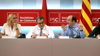 Iceta, Ros, Escarp i Parlón a l'executiva d'ahir valorant el resultat electoral. TONI ALBIR (EFE)