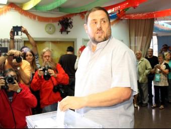 El número 5 de Junts pel Sí i president d'ERC, Oriol Junqueras, ha votat aquest diumenge al Centre Cívic el Turó de Sant Vicenç dels Horts. Pla mig. Imatge del 27 de setembre de 2015 ACN