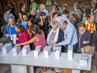 Ambient en un col·legi electoral de l'Escola Industrial de Barcelona JOSEP LOSADA