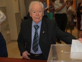 Pere Forcat, Peret de Cal Perxi, votant aquest diumenge en un col·legi electoral de Torres de Segre QUIM ESTADELLA